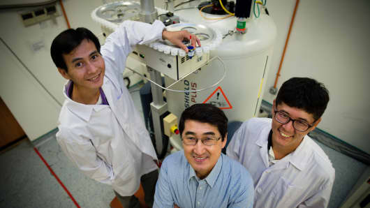 Professor Yoon Ho Sup and his team at NTU